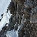 Blick in den Abstieg vom Tüfelsjoch - Im steilen Schneecouloir steigt man ab.