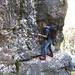 Emiliano sul traverso difficile del Sentiero delle Vasche (foto gmonty)