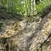 Heikle Querung auf der Kante des Wasserfalls. Rechtes Bachbett