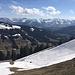 """Das große Schneefeld, welches vom Gipfel des Falken zur Plattentischalpe zieht, wird im Abstieg """"abgerodelt"""" :-)"""