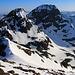Auf etwa gleicher Höhe mit dem Piz Buin Pitschen (3256m).<br /><br />Dahinter ist der höhere Gipfel Piz Buin Grond (3312,1m) den ich auch schon vor 10 Jahren mit Ski besucht hatte: [http://www.hikr.org/tour/post5558.html]