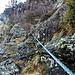 Nei tratti pericolosi ed esposti di questo magnifico e selvaggio sentiero ci sono dei cavi d'acciaio installati qualche anno fa