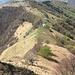 beim Aufstieg zum Sasso - weit unten die Hütte Prabello