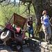 Unfall auf der Alpstrasse ins Val della Crotta. Ein Güllenwagen ist auf die Strasse gestürzt.
