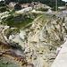 diese Treppe führt allerdings ins Nichts, biegt man oben links ab, erreicht man den Zustieg zu dem Felsen auf den vorherigen Bild.