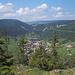 Blick auf St-Sulpice und weiter nach Westen in Richtung Les Verrières