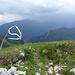 Ein etwas hemdsärmeliger Gipfelmarker, am gegenüberliegenden Ufer sind Monte Altissimo und Baldo reichlich bewölkt