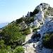 gleich löst der Felsen den Schotter ab, vor mir der Pic de Famille, wohlgemerkt nur 288 m hoch.