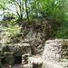 Zum Hirtzenstein führt ein Naturlehrpfad hinauf, aber schnell wird das wieder weggewischt, wenn man auf die nächsten Stellungen stößt.