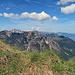 oben auf der Gratkante angekommen eröffnet sich ein eindrucksvolles Panorama über die Berge, über das Rheintal bis hinüber zum Alpstein