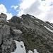 Rückblick beim Abstieg hinauf zum Alpilakopf, es kommen zwischenzeitlich noch einige Wolken auf.