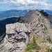 der Abstieg über den Grat erfolgt auf gleichem Wege, ist aber im oberen Teil einiges schwieriger als der Aufstieg.