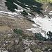 Rückblick auf die letzten sehr steilen Meter bis hinunter zum Schneefeld.