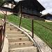 Treppe hoch durch das Uhrmacherdorf
