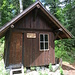 Kleine Pause in der hübschen Schmuggler und Holzfällerhütte an der Grenze