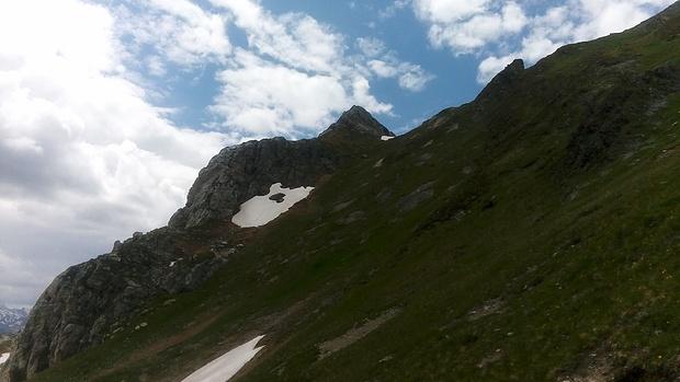 Ca. 40° steil geht es unter der Grauen Spitze aufwärts.
