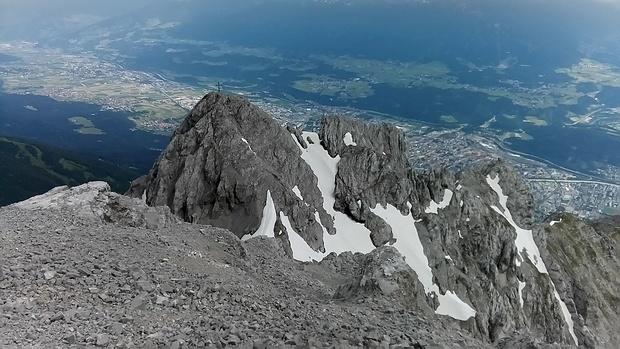 2000m über Innsbruck: Blick von der Hinteren Brandjochspitze zur Vorderen Brandjochspitze