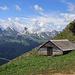 eine zierliche Alphütte etwas unter dem Schafwisspitz, die Aussicht zu den Churfristen wir immer besser.