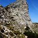 Hier teilt sich der Weg (ca. 2100m) - links hinauf, der tw. versicherte Süd-Anstieg, rechts geht's zum Felix-Kuen-Steig, der etliches hinter dem Felskopf beginnt.