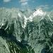 Die Karwendelgipfelparade im Nordwesten. 1200m tief drunten: das westliche Talende des ' Vomper Lochs '