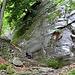 Wegpassage im Aufstieg zur Alpe Alzasca.
