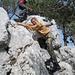 die Felsnase selbst wird mit wenigen Griffen erklommen - und dann überschritten
