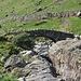 Stockley Bridge. Gegen links, der Trockenmauer entlang, steige ich auf, von rechts her werde ich zurück kommen.