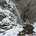 Schnee, Eis und ein Wasserfall