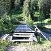 <b>Superato il fiume Ticino su una passerella di legno (sarebbe eccessivo chiamarlo ponte), pervengo in cinque minuti allo chalet denominato Alla Baita (1624 m). </b>