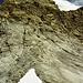 Blick vom Felskopf über den Sattel zurück zur 2. und 3. Steilstufe mit dem Kontaktband Kalk-Gneis dazwischen