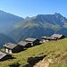 bei diesen Hütten, den Zalöner Hütta, auf beinahe 2000 Meter, ging meine Wanderung los, hinten links der Piz Beverin rechts das Bruschghorn.