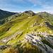 Blick auf die bisherige Strecke vom Schwarzkogel aus. Der Gipfelbereich ist sehr fotogen, eigentlich in dieser Hinsicht besser als die Riedingspitze.