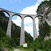 das imposante Landwasser Viadukt zeigt von unten seine wahre Größe
