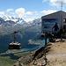 Bergstation mit Berninamassiv am Horizont.