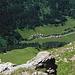 Tiefblick nach Pensa. Hier gibt es noch weitere schwierigere Aufstiegsrouten um auf den Südwestgrat zu kommen.