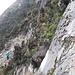 aber, wer nicht klettern will, geht einfach weiter links durch, erst durch die Rinne, dann steil über eine schmale Spur durch die Vegetation