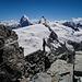 kurz vor dem Hauptgipfel mit Matterhorn und Dent d'Hérens im Hintergrund