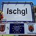 <b>Ischgl (1377 m).<br />La giornata inizia con una breve trasferta di 10 km in auto, da Galtür fino ad Ischgl. Raggiunto uno dei tanti negozi di sport del centro, noleggio una e-bike e la porto sulla cabina della funivia Silvrettabahn.</b>