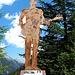 """<b>Una statua ricorda il cantante britannico Sting, che si è esibito ad Ischgl il 30.4.2001. Accanto alla statua è possibile leggere il testo della canzone """"Massage in a bottle"""", un suo cavallo di battaglia.</b>"""