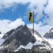Uri zeigt Flagge. Fahne bei der Sustlihütte vor den Fünffingerstöck