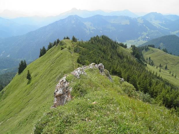 auf dem Kirchstein- links ist die Ausgesetztheit sichtbar, aber auch rechts geht es steil runter