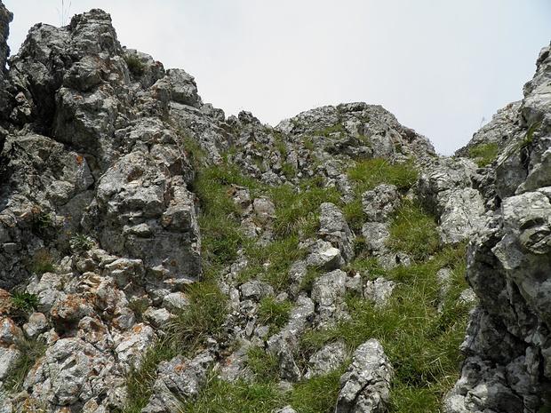 in der Aufstiegsrinne-fester Fels, aber überraschend steil