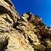 Ultimo tratto di camino, testare sempre molto bene qualsiasi roccia, la maggior parte si muovono