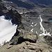 Tiefblick von der Gipfelplatte über die Keschnadel - der Spalt, über welchen gespreizt wird, ist gut sichtbar