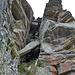 hier der Kamin in Nahaufnahme - mit 4 Bügeln sehr effektiv entschärft und insofern für mich kein Problem