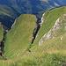 steile, abschüssige Grashalden kennzeichnen diesen Weg