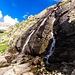 Magnifica cascata sotto il Lago Nero