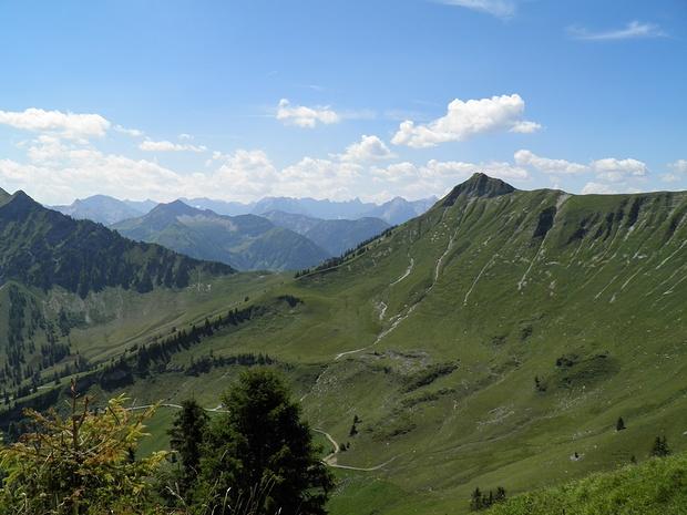 Blick über den Gröbnerhals ins Karwendel