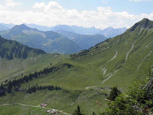 im Hintergrund das Karwendel