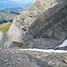 die blaue Linie ist der Wanderweg in der Westflanke des Piz Beverin